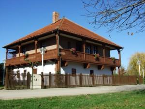 Granicarski cardak-zgrada Zavicajnog muzeja Stjepan Gruber